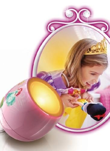 Lampă Living Colors Micro Disney, prin atingerea şi glisarea pe banda de culoare de pe produs, se poate selecta una din cele 64 de culori diferite pentru luminile difuze din cameră sau locul de joacă. 150-200 lei, în Altex și eMag.