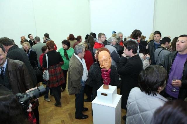 Înghesuială la expozițiile sculptorului Liviu-Adrian Sandu