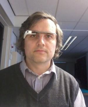 eu cu ochelarii inteligenti Google