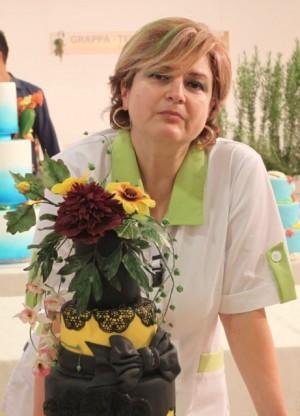 Septembrie 2014, Fiera del Levante, Bari, Dora a participat cu trei creații, două dintre ele fiind premiate cu aur și respectiv argint. Cea din imagine a luat Premiul al doilea.