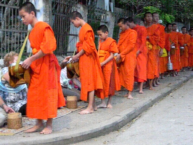Laos, O lecție de umanitate