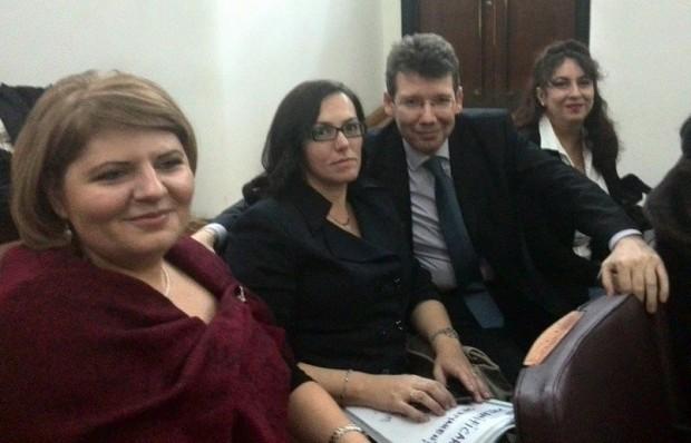 Alături de colegi de breaslă (Izabela Sănescu, juristă, Mădălina Afrăsinie, judecător și Mirela Dragu, consilier juridic și mediator)