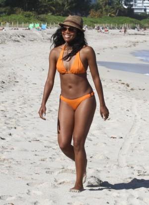 Gabrielle Union la plajă în Miami, decembrie 2011