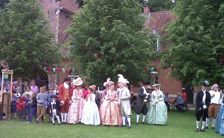 La un eveniment organizat pe domeniul unui castel din regiunea Antwerpen: reconstituirea unei nunți princiare de la sfârșitul secolului al 18-lea