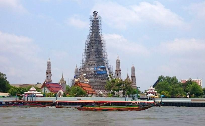 Bangkok - Templul Wat Arun, văzut de pe râul Chao Phraya