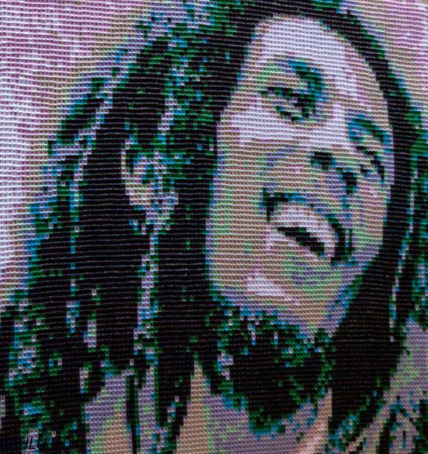 Foto: Cel mai mare obiect din hârtie – un tablou de 1 m pătrat cu Bob Marley, din 23.264 de piese, realizat în 3 săptămâni. Am învățat enorm la acest tablou – ca tehnică, logistică, mod de abordare.