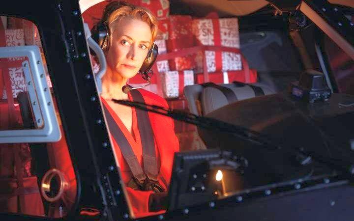 Actrița britanică Janet Mc Teer în rolul Doamnei Crăciun din video-ul publicitar de la M&S