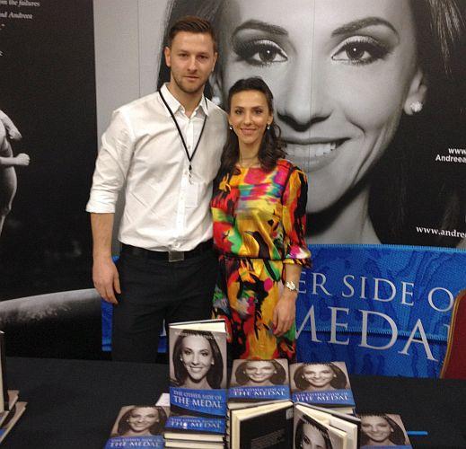 Andreea Răducan și fratele ei Sorin, la lansarea cărții în limba engleză