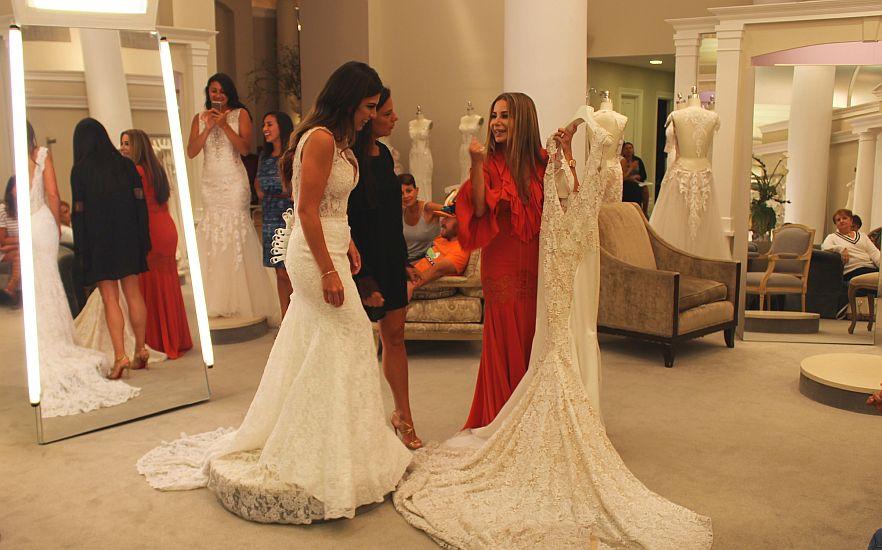Rochia Perfectă Cum O Alegi Greșeli Sfaturi și Tendințe în Moda