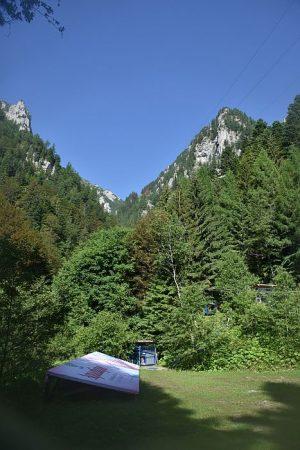 Aquatique își are izvorul în inima Carpaților, la 1100 metri altitudine, în rezervația naturală Abruptul Prahovean