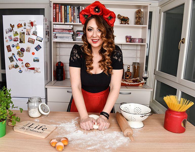 Silvana Borza, în atelierul de-acasă