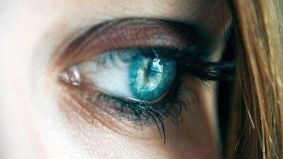 Ochii albaștri sunt o mutație genetică produsă acum mii de ani