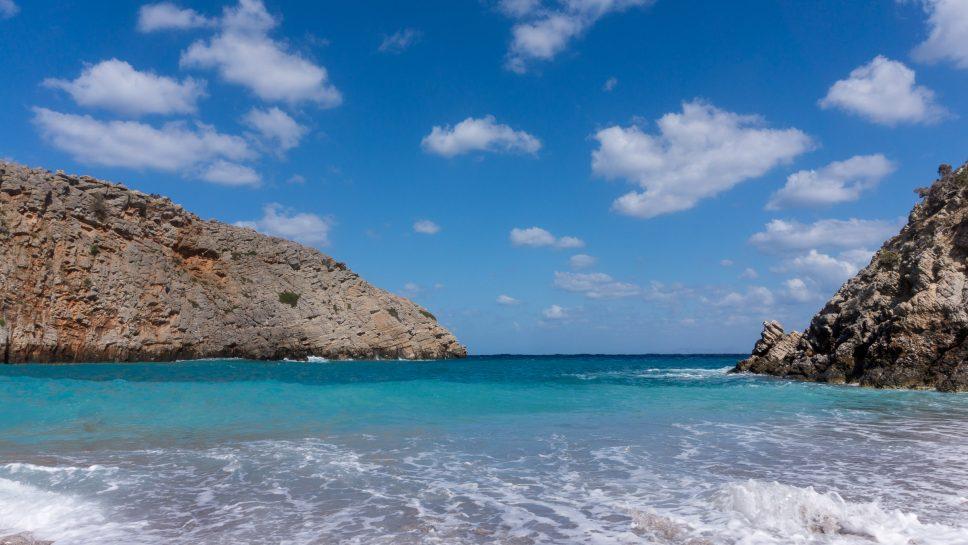Plaja Menies din insula Creta, Grecia