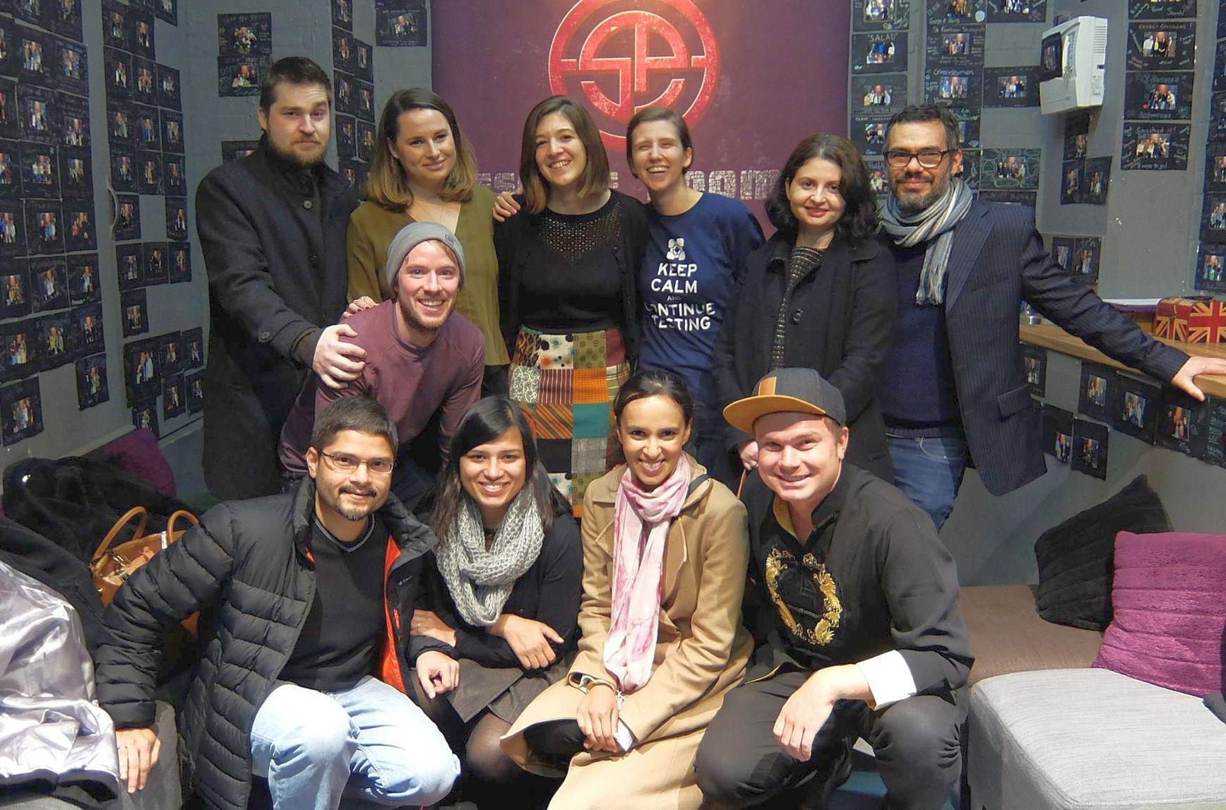 Lavinia Coaje, cu iubitul și prietenii din Londra
