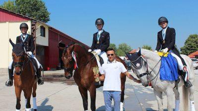Medalii de aur pentru junioarele noastre la Balcaniada de călărie-dresaj din Bulgaria