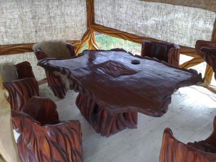 Daniel Ciobaca dă o nouă interpetare meșteșugului în lemn