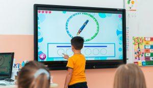 Table digitale și monitoare interactive la Școala Spectrum din Ploiești