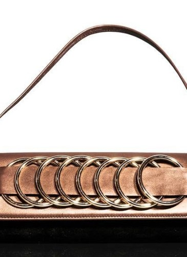 Poşetă Panther, 125 lei, colecţia Qweendom, www.oanavasiloiu.com