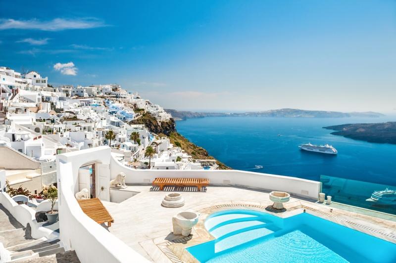 Santorini, una dintre cele mai frumoase insule grecești