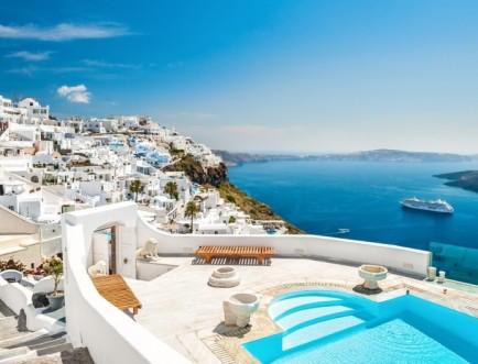 Santorini, una dintre cele mai frumoase insule din Europa