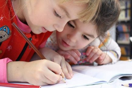 ne scriem destinul din copilărie; foto: Pexels