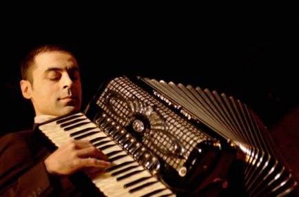 Emy Drăgoi, în concert jazz manouche la București