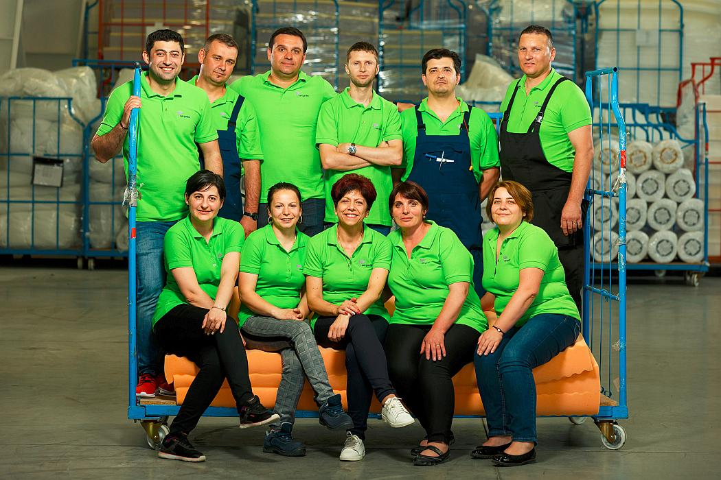 JYSK prezintă echipa fabricii din Pucioasa, unul dintre furnizorii români