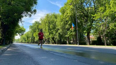 Au alergat 100 km în jurul casei, timp de 24 de ore