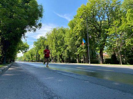 alergat 100 km in jurul casei