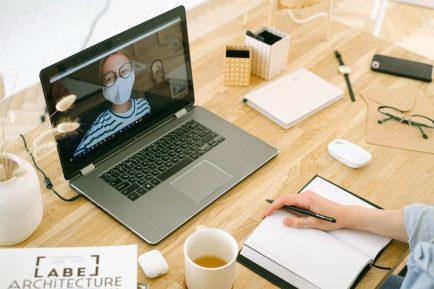 birourile inlocuite cu munca de-acasa. consecinte si trenduri in companii