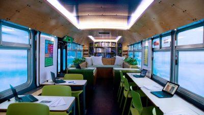 Zi de bine transformă un autobuz în spaţiu de studiu pentru copii