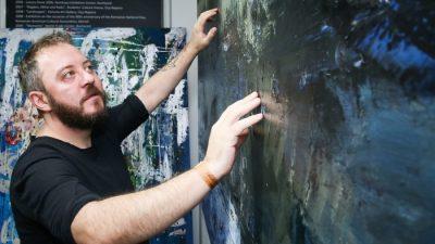 Pictorul Bogdan Mihai Radu, decorat de preşedinţie