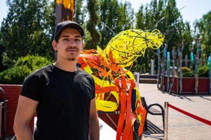 expoziție sculpturi realizate integral din plastic
